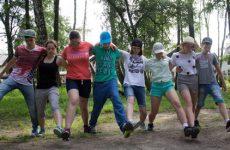Игры на сплочение детского коллектива подростков в лагере: веселые и подвижные