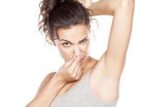 Как убрать сильный запах пота под мышками