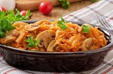 Каковы секреты правильного приготовления капусты, а также как ее тушить для пирогов, с овощами и мясом