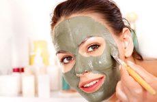 Какие косметические маски из голубой, черной, белой, зеленой и розовой глины эффективны в лечении прыщей