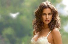 Какую необычную и модную фамилию для сети Вконтакте выбрать девушке?