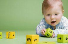 Каковы особенности питания, физического и умственного развития ребенка в 10 месяцев, какие игры подобрать