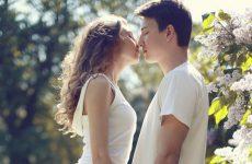 Первый раз: как научиться правильно целоваться с девушкой или парнем с языком взасос