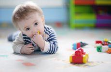 Умственное и физическое развитие ребенка в 10 месяцев, а также игры и занятия с малышом